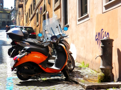Italy Vespa Fountain Med Shot